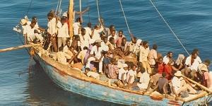 Migranti, la Libia minaccia di bombardare le navi della missione UE