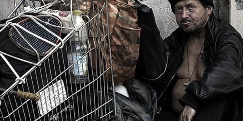 UE, una persona su quattro (in Italia il 28%) é povera o a rischio di povertà